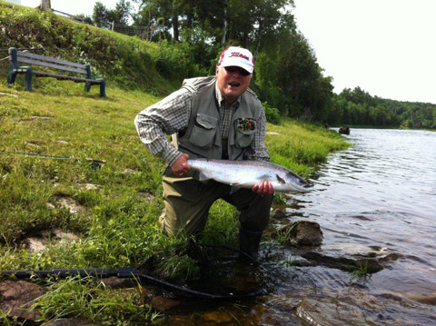 Steve Palmer with a nice salmon and a very good cigar to boot.