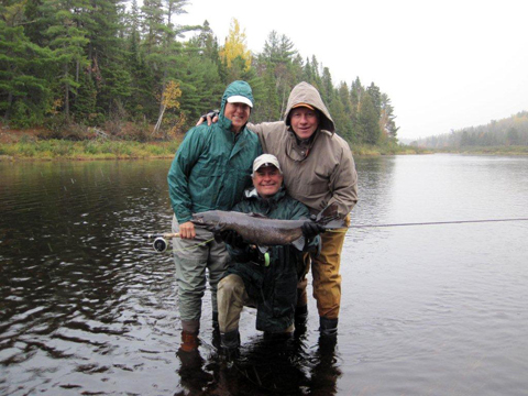 Here are the boys from Texas with a nice salmon on the Cain's on Sunday. They did very well landing 4 salmon and 2 grilse. Now they are having great success with the upland hunting.